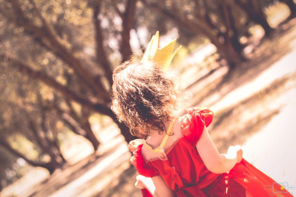 """הבלון הצהוב- סטודיו לצילום ועיצוב גרפי IMG_0638-Edit-2-1024x683 צילום בעקבות אגדה- """"הנסיך צפרדע"""" צילום ילדים בטבע, צלמת ילדים בדרום"""