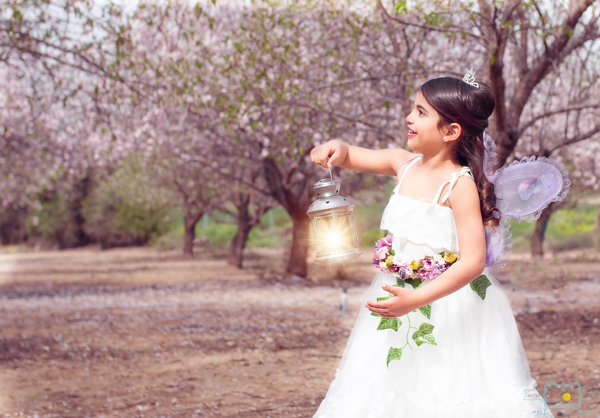 הבלון הצהוב- סטודיו לצילום ועיצוב גרפי IMG_0079-Edit פיית השקדיות- צילומי קונספט לילדים