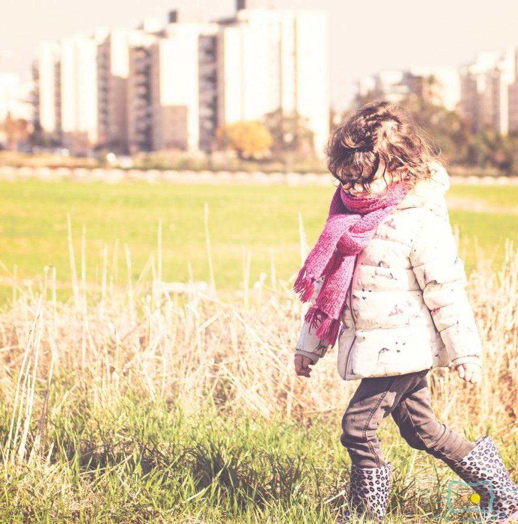 ג'ני פפרמן צלמת הריון, נשיות, בוק בת מצווה ותדמית IMG_0182-Edit-1011x1024 שדה של שבלולים- צילום ילדים בטבע, במשחק חופשי. עונות השנה- חורף