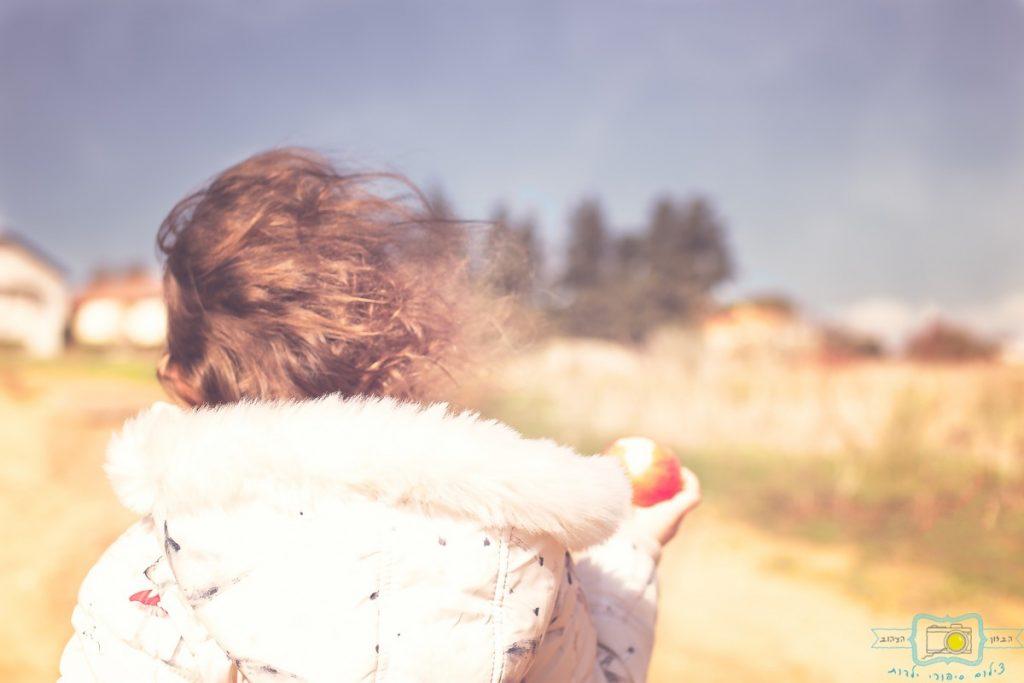 ג'ני פפרמן צלמת הריון, נשיות, בוק בת מצווה ותדמית IMG_0290-Edit-Edit-1024x683 שדה של שבלולים- צילום ילדים בטבע, במשחק חופשי. עונות השנה- חורף