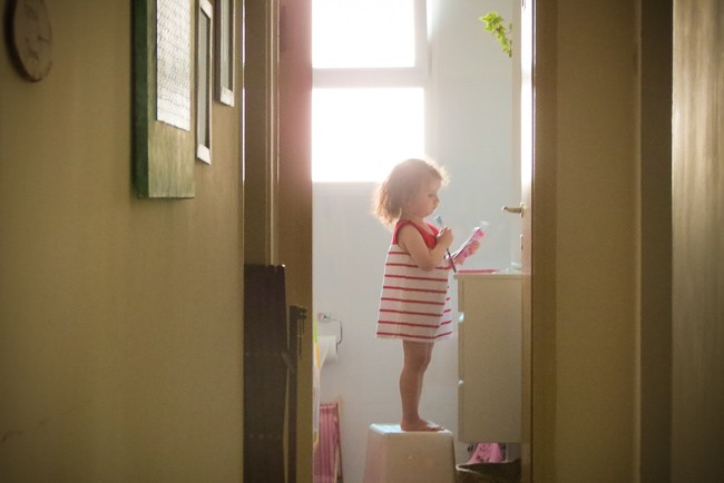 הבלון הצהוב- סטודיו לצילום ועיצוב גרפי IMG_5076 צילום ילדים בבית- על  צילומי לייף סטייל שמעתם?