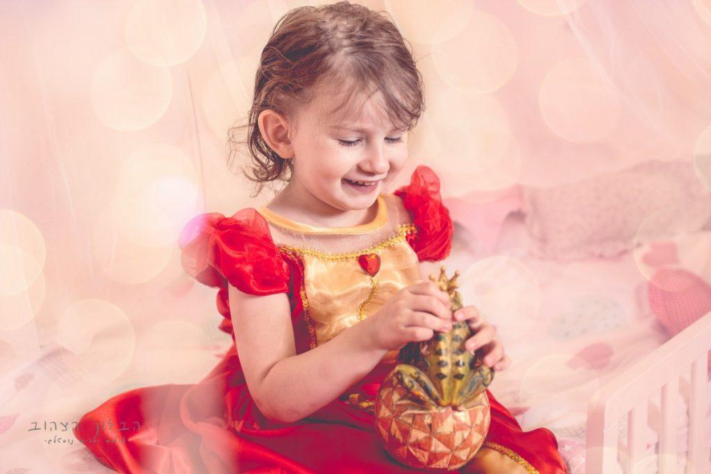 """הבלון הצהוב- סטודיו לצילום ועיצוב גרפי IMG_0160-Edit-1024x683 צילום בעקבות אגדה- """"הנסיך צפרדע"""" צילום ילדים בטבע, צלמת ילדים בדרום"""