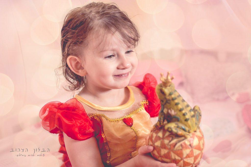 """הבלון הצהוב- סטודיו לצילום ועיצוב גרפי IMG_0162-Edit-1024x683 צילום בעקבות אגדה- """"הנסיך צפרדע"""" צילום ילדים בטבע, צלמת ילדים בדרום"""