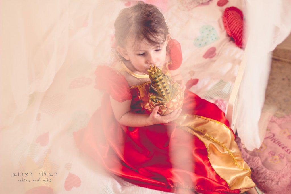 """הבלון הצהוב- סטודיו לצילום ועיצוב גרפי IMG_0168-Edit-1024x683 צילום בעקבות אגדה- """"הנסיך צפרדע"""" צילום ילדים בטבע, צלמת ילדים בדרום"""