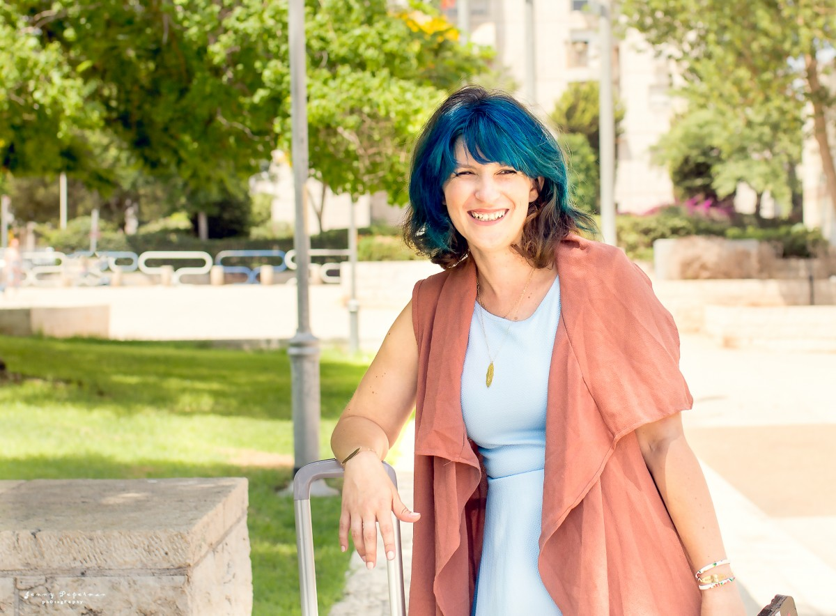 הבלון הצהוב- סטודיו לצילום ועיצוב גרפי IMG_0674-Edit ! Smile- צילומי תדמית ואווירה לדנדי  דניאל בן שוע