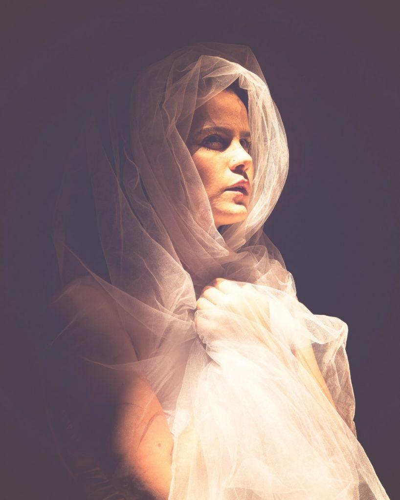 ג'ני פפרמן צלמת הריון, נשיות, בוק בת מצווה ותדמית IMG_0395-Edit-2-818x1024 להיוולד מחדש- מורן הילה. צילום נשים אומנותי