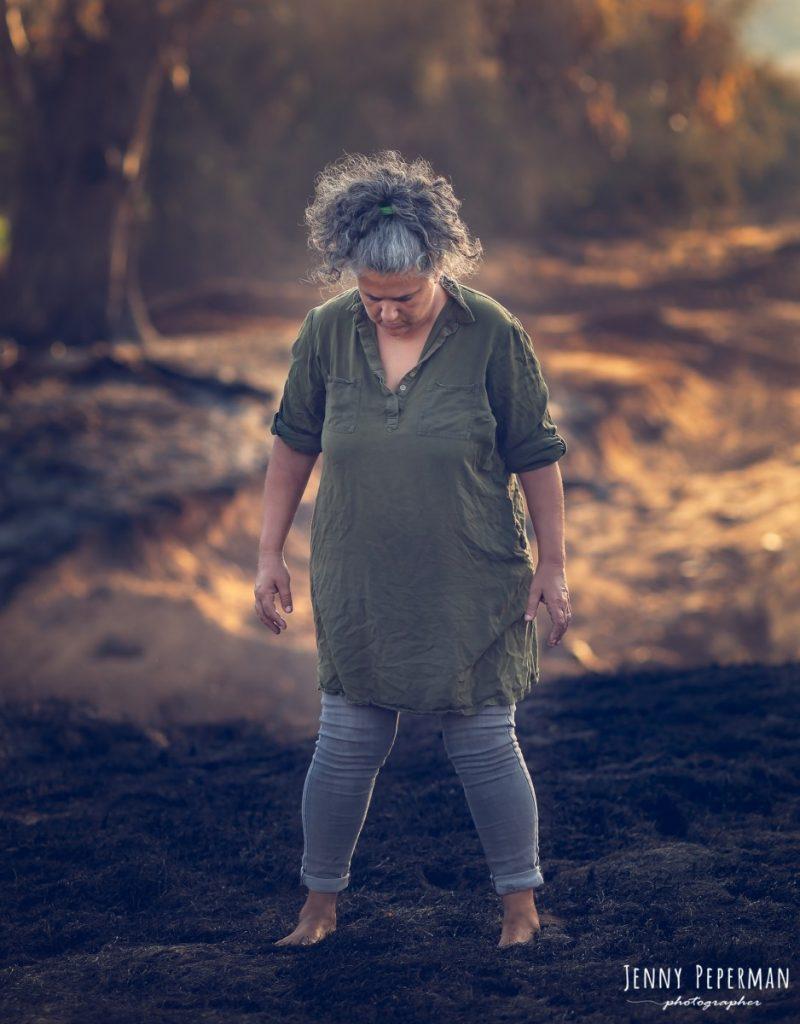 """ג'ני פפרמן צלמת הריון, נשיות, בוק בת מצווה ותדמית IMG_0034-Edit-800x1024 פרויקט צילום אישי """"צ'אקרת השורש""""-תמר, יסוד האדמה.  #דרוםשחור"""