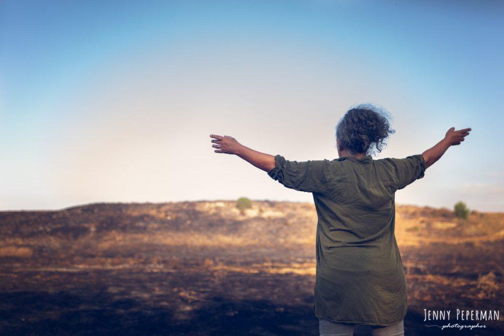 """ג'ני פפרמן צלמת הריון, נשיות, בוק בת מצווה ותדמית IMG_0060-Edit-1024x683 פרויקט צילום אישי """"צ'אקרת השורש""""-תמר, יסוד האדמה.  #דרוםשחור"""