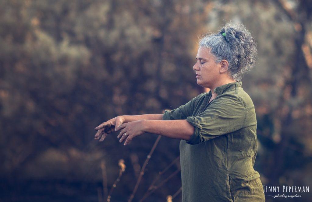 """ג'ני פפרמן צלמת הריון, נשיות, בוק בת מצווה ותדמית IMG_0073-Edit-2-1024x664 פרויקט צילום אישי """"צ'אקרת השורש""""-תמר, יסוד האדמה.  #דרוםשחור"""