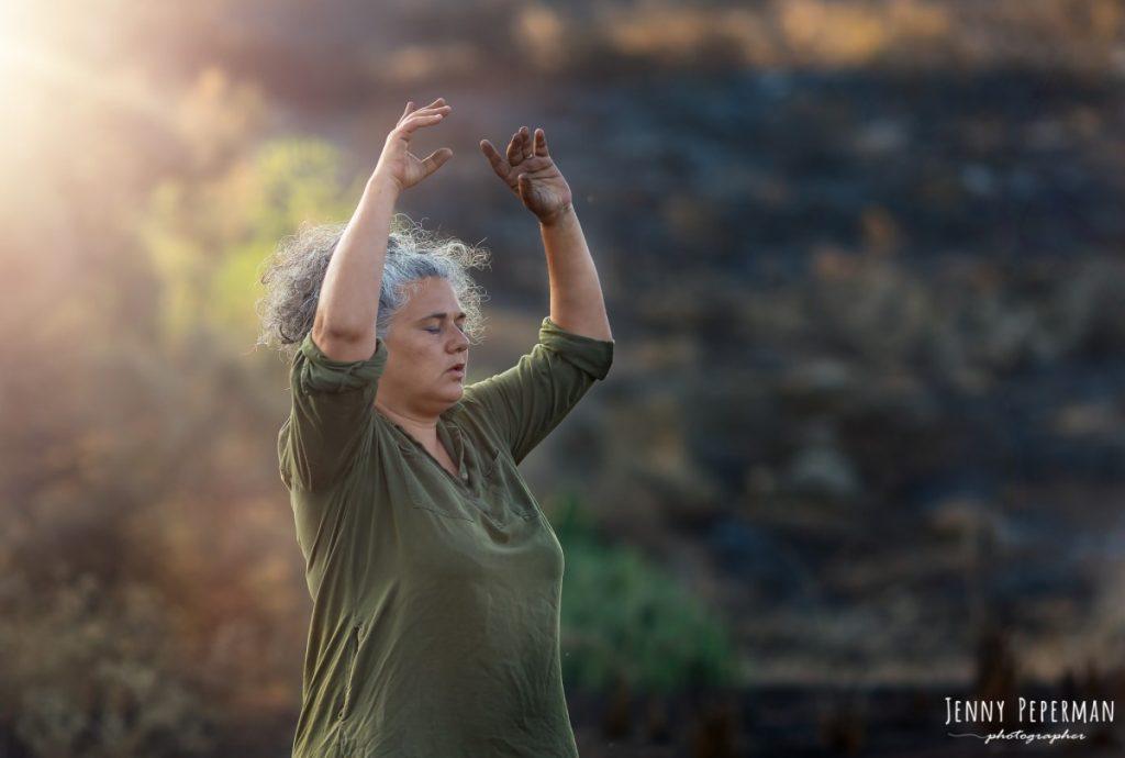 """ג'ני פפרמן צלמת הריון, נשיות, בוק בת מצווה ותדמית IMG_0084-Edit-1024x690 פרויקט צילום אישי """"צ'אקרת השורש""""-תמר, יסוד האדמה.  #דרוםשחור"""