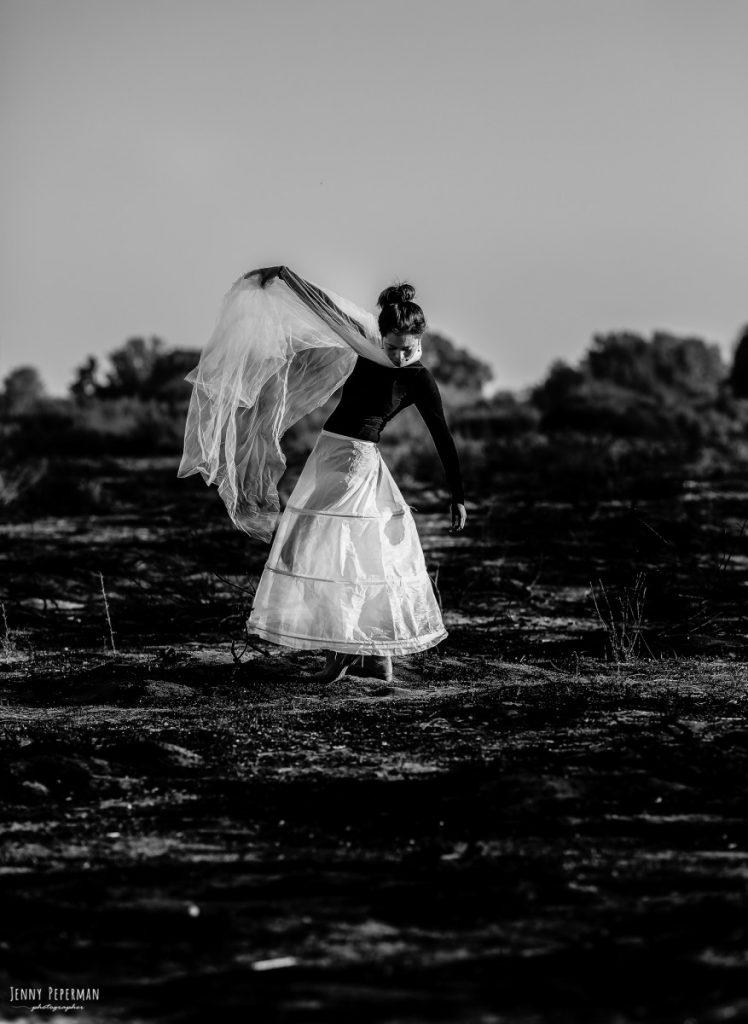 """ג'ני פפרמן צלמת הריון, נשיות, בוק בת מצווה ותדמית IMG_0086-Edit-2-748x1024 """" צ'אקרת השורש""""- פרויקט אישי של  צילום נשים . אורלי- יסוד האוויר. #דרוםשחור"""