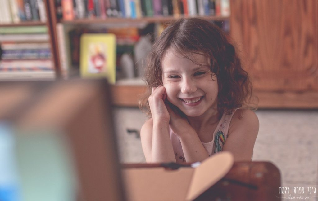הבלון הצהוב- סטודיו לצילום ועיצוב גרפי IMG_0094-1024x649 על אור וצל וילדה אחת באמצע- יצירת זיכרונות ילדות