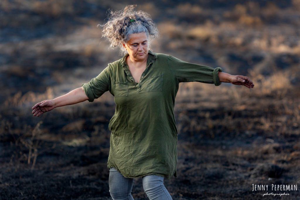 """ג'ני פפרמן צלמת הריון, נשיות, בוק בת מצווה ותדמית IMG_0121-Edit-1024x683 פרויקט צילום אישי """"צ'אקרת השורש""""-תמר, יסוד האדמה.  #דרוםשחור"""