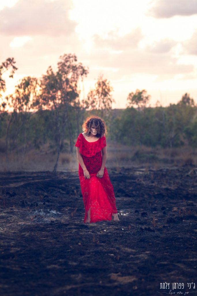 """הבלון הצהוב- סטודיו לצילום ועיצוב גרפי IMG_0152-Edit-683x1024 """"צ'אקרת השורש"""" -פרויקט צילום אישי. מורן הילה- יסוד האש. יער בארי."""