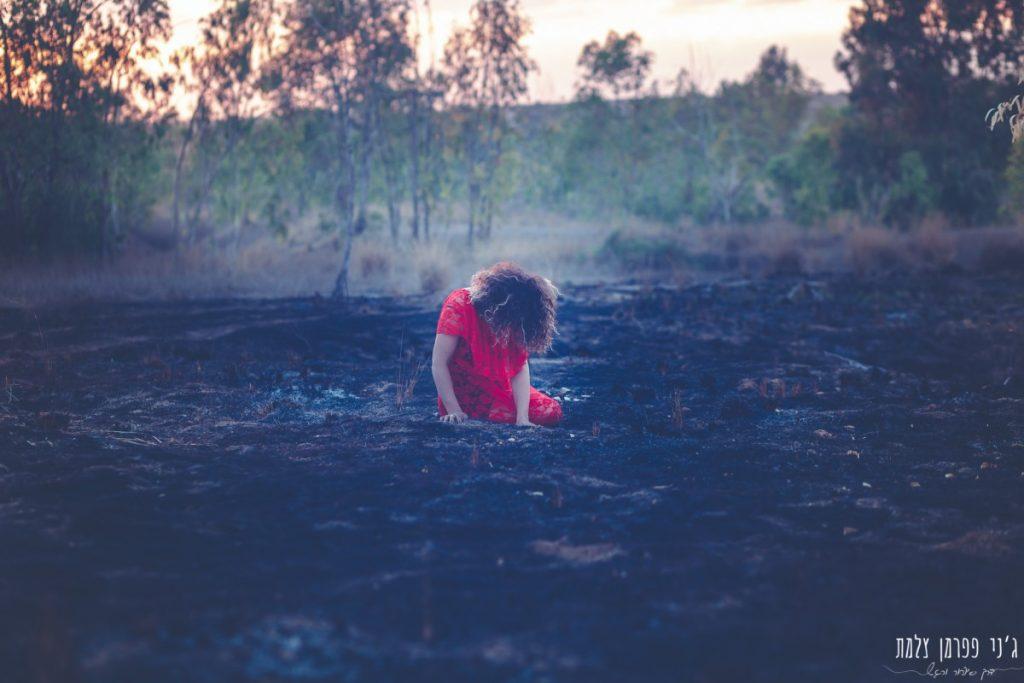 """הבלון הצהוב- סטודיו לצילום ועיצוב גרפי IMG_0155-Edit-1024x683 """"צ'אקרת השורש"""" -פרויקט צילום אישי. מורן הילה- יסוד האש. יער בארי."""