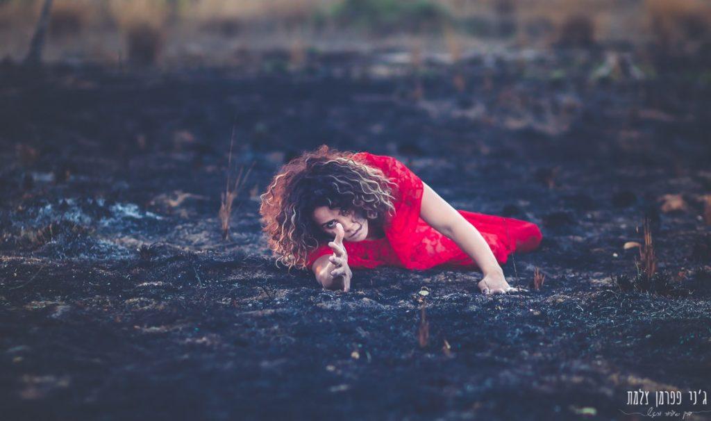 """הבלון הצהוב- סטודיו לצילום ועיצוב גרפי IMG_0163-Edit-1024x606 """"צ'אקרת השורש"""" -פרויקט צילום אישי. מורן הילה- יסוד האש. יער בארי."""