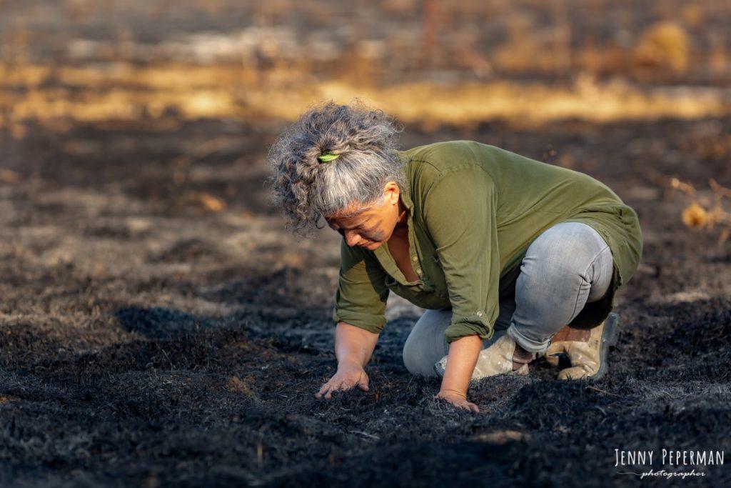 """ג'ני פפרמן צלמת הריון, נשיות, בוק בת מצווה ותדמית IMG_0179-Edit-1024x683 פרויקט צילום אישי """"צ'אקרת השורש""""-תמר, יסוד האדמה.  #דרוםשחור"""