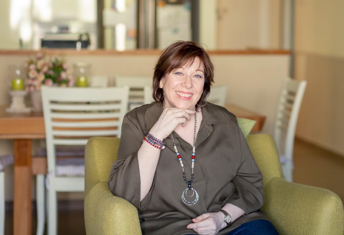 הבלון הצהוב- סטודיו לצילום ועיצוב גרפי IMG_0013-Edit בוק אישי לאישה מיוחדת- צילומי נשיות בבית