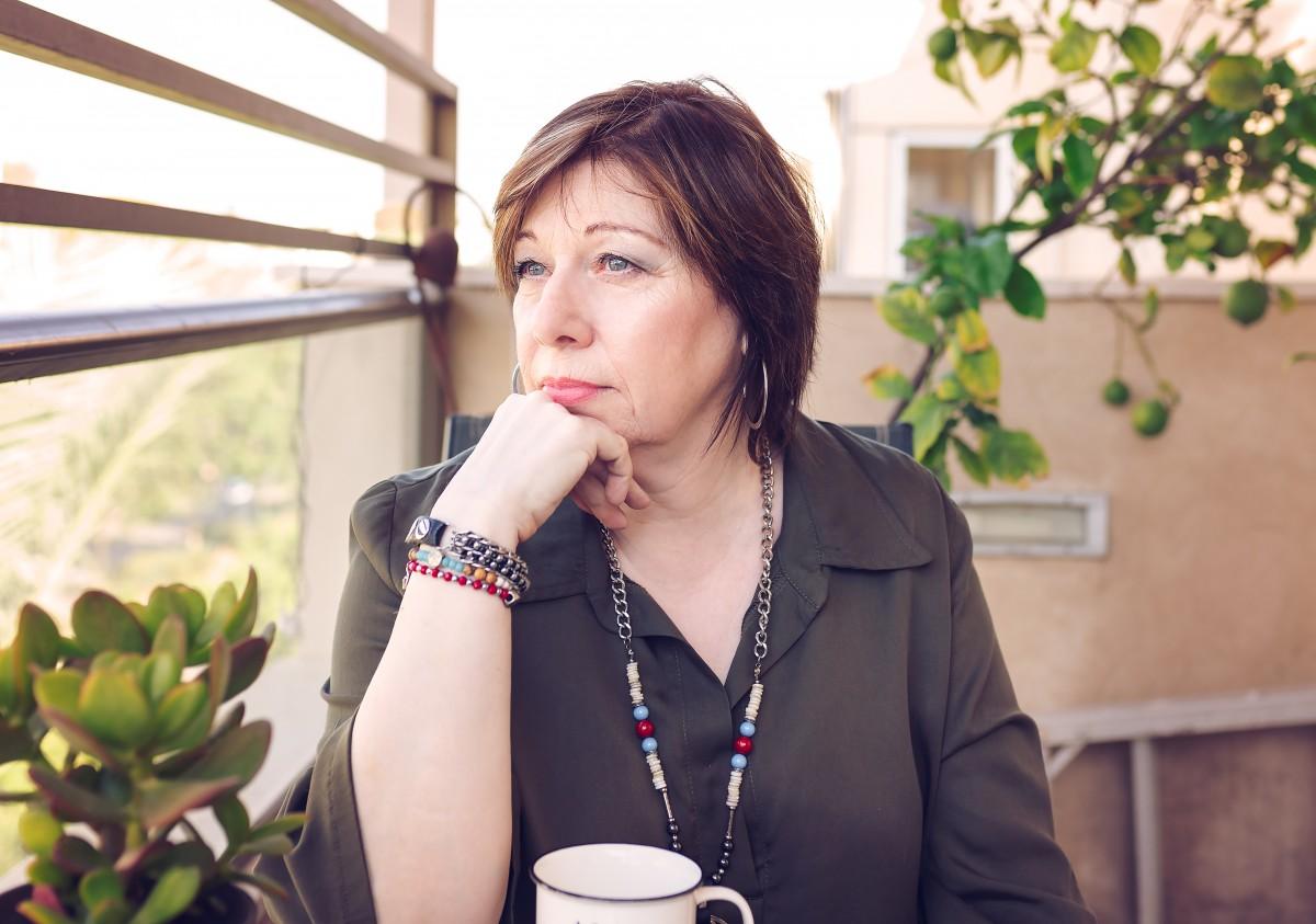הבלון הצהוב- סטודיו לצילום ועיצוב גרפי IMG_0069-Edit בוק אישי לאישה מיוחדת- צילומי נשיות בבית