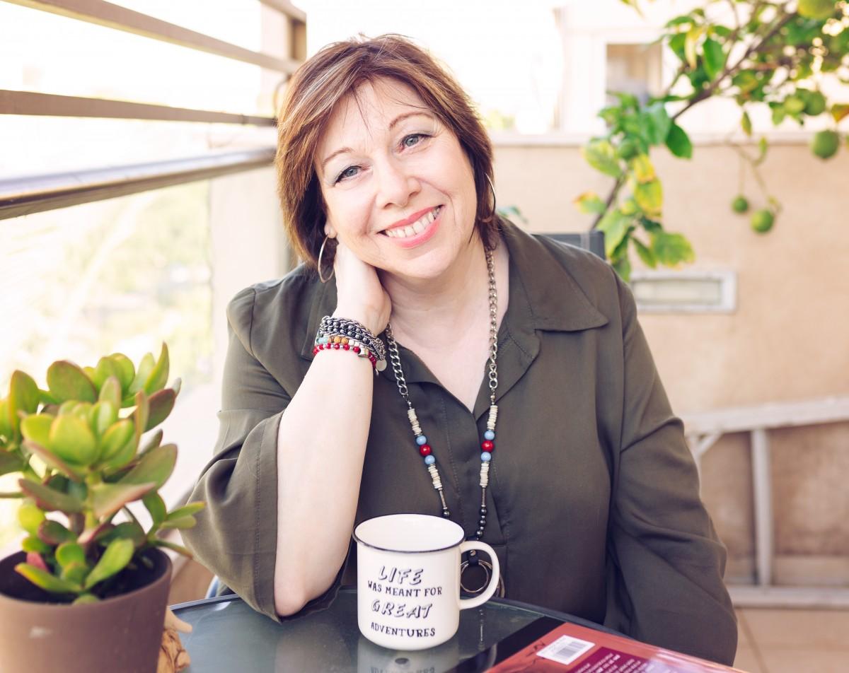 הבלון הצהוב- סטודיו לצילום ועיצוב גרפי IMG_0076-Edit בוק אישי לאישה מיוחדת- צילומי נשיות בבית