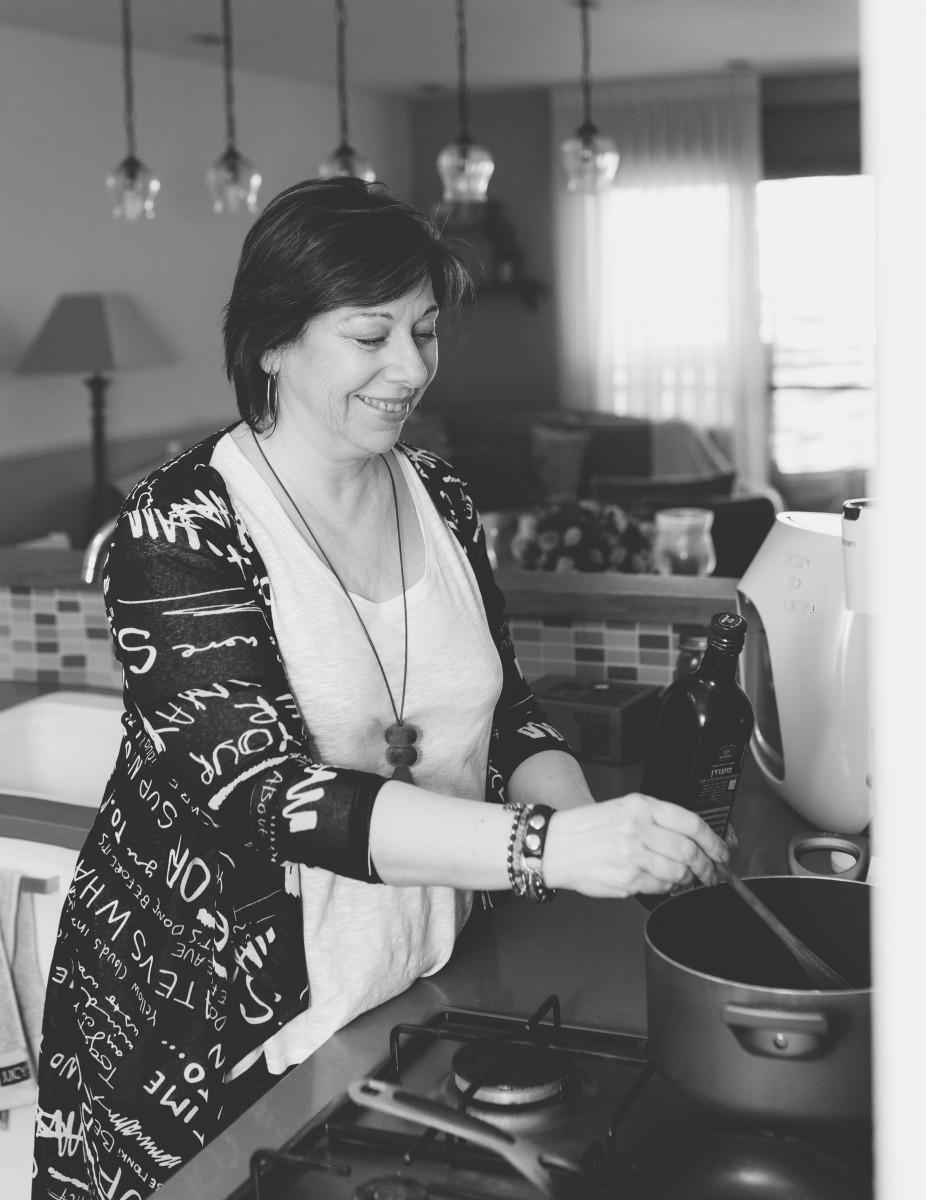 הבלון הצהוב- סטודיו לצילום ועיצוב גרפי IMG_0110-Edit בוק אישי לאישה מיוחדת- צילומי נשיות בבית