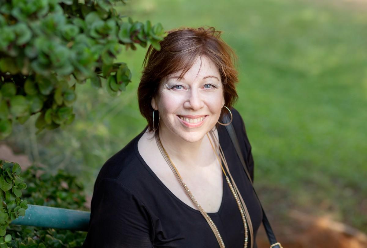 הבלון הצהוב- סטודיו לצילום ועיצוב גרפי IMG_0187-Edit-Edit-2 בוק אישי לאישה מיוחדת- צילומי נשיות בבית