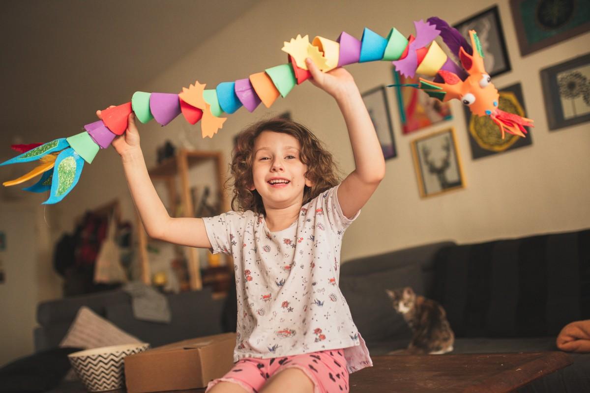 הבלון הצהוב- סטודיו לצילום ועיצוב גרפי -ילדים-בבית-0092 על דרקונים ויצורים אחרים- פרויקט יצירת זיכרונות ילדות