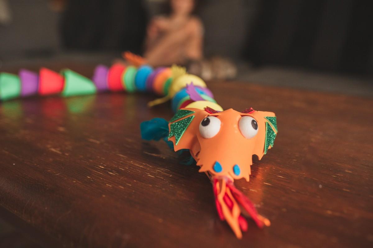 הבלון הצהוב- סטודיו לצילום ועיצוב גרפי -ילדים-בבית-0111 על דרקונים ויצורים אחרים- פרויקט יצירת זיכרונות ילדות