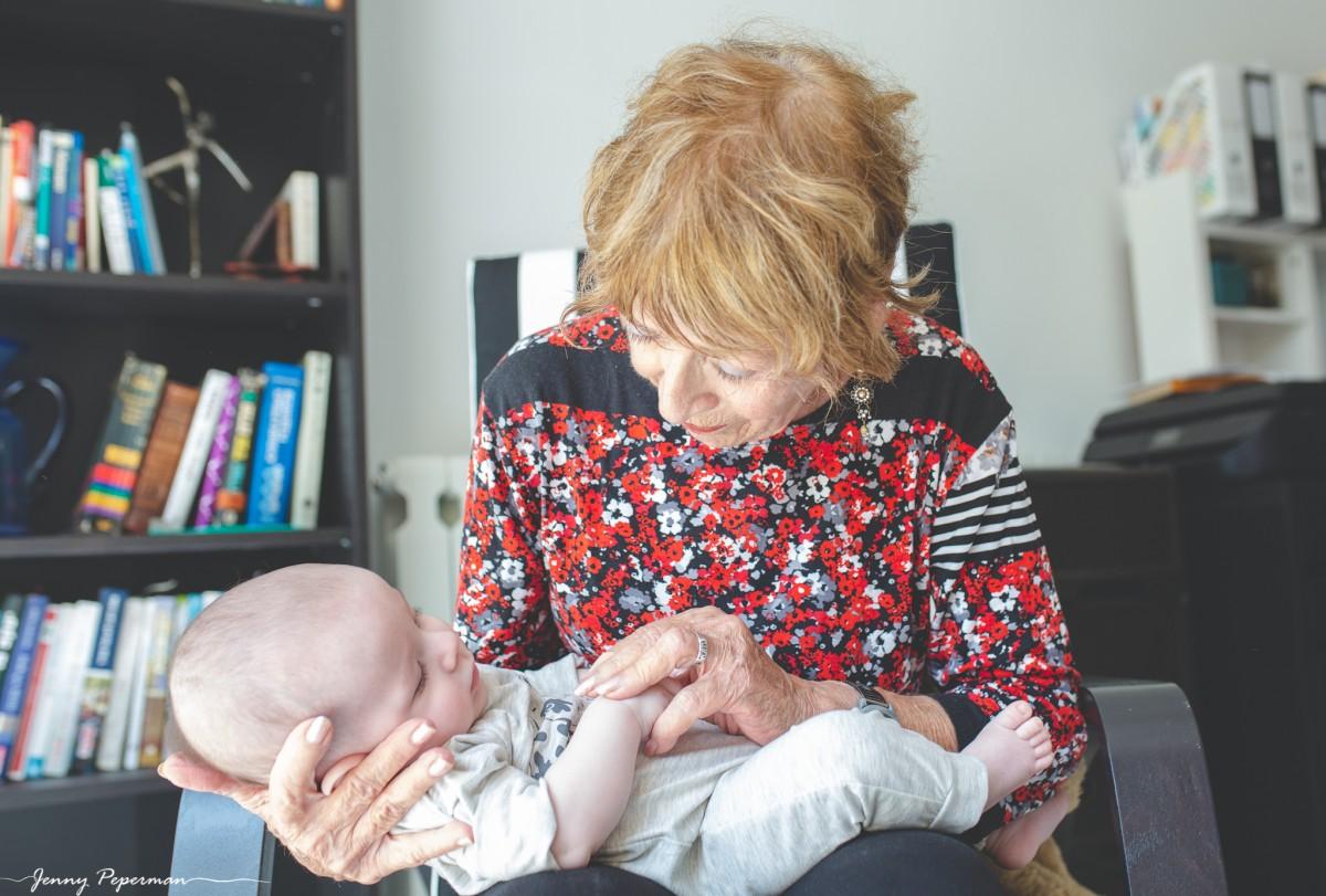 ג'ני פפרמן צלמת הריון, נשיות, בוק בת מצווה ותדמית -משפחה-דוקומנטריים-0187 אוצרות של ממש- צילומי משפחה בסגנון דוקומנטרי