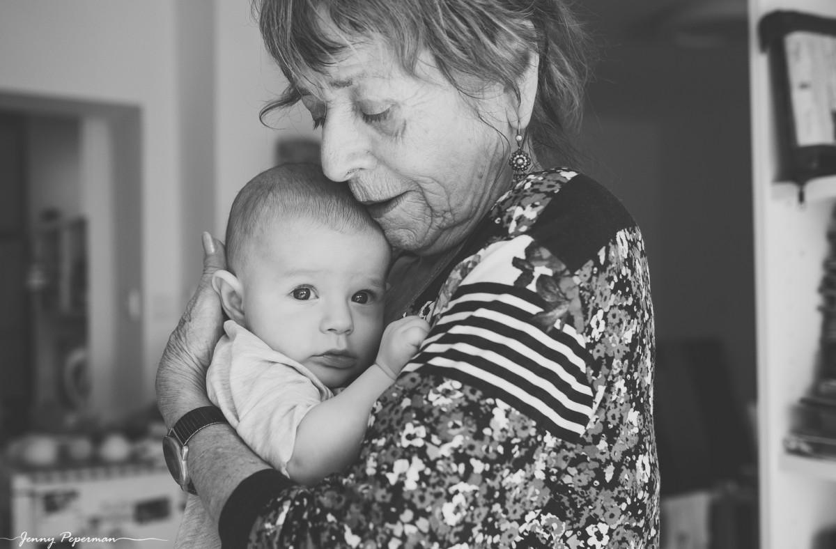 ג'ני פפרמן צלמת הריון, נשיות, בוק בת מצווה ותדמית -משפחה-דוקומנטריים-0219 אוצרות של ממש- צילומי משפחה בסגנון דוקומנטרי