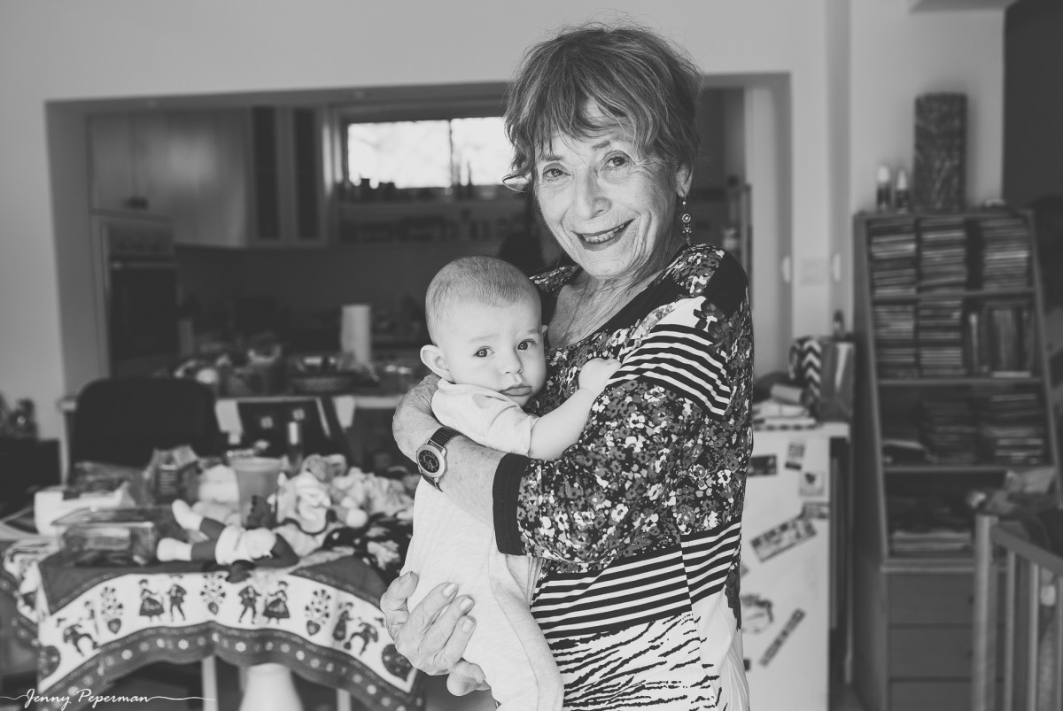 ג'ני פפרמן צלמת הריון, נשיות, בוק בת מצווה ותדמית -משפחה-דוקומנטריים-0228 אוצרות של ממש- צילומי משפחה בסגנון דוקומנטרי