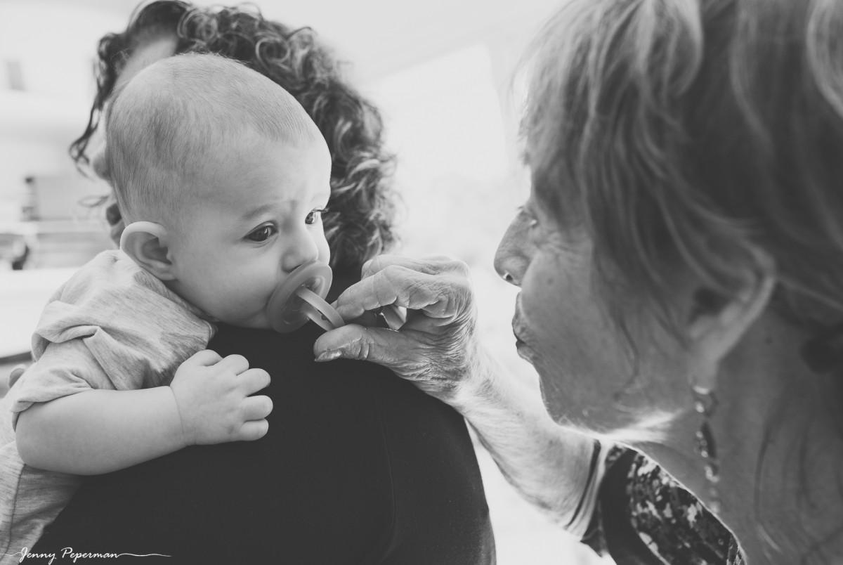 ג'ני פפרמן צלמת הריון, נשיות, בוק בת מצווה ותדמית -משפחה-דוקומנטריים-0311 אוצרות של ממש- צילומי משפחה בסגנון דוקומנטרי