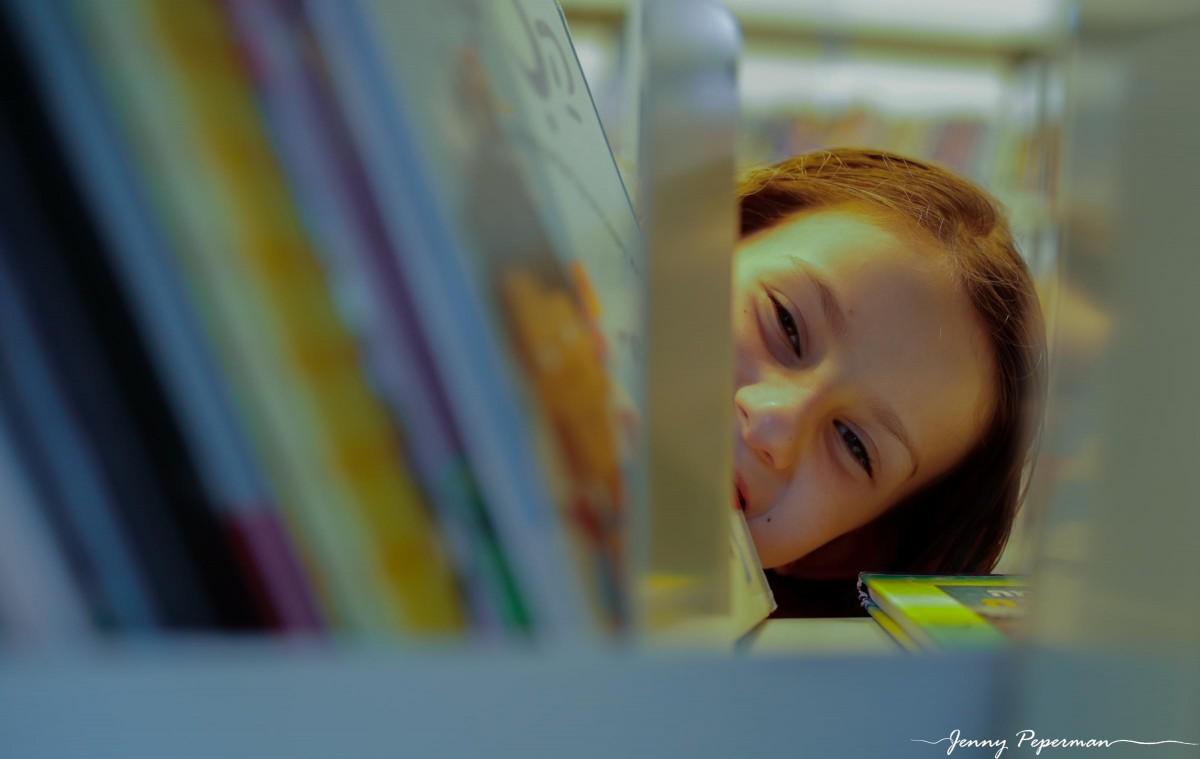 ג'ני פפרמן צלמת הריון, נשיות, בוק בת מצווה ותדמית IMG_0816 שלום כיתה א' או איך מצלמים ילדה שלא רוצה ללכת לבית ספר? צילומי כיתה א' קצת אחרת