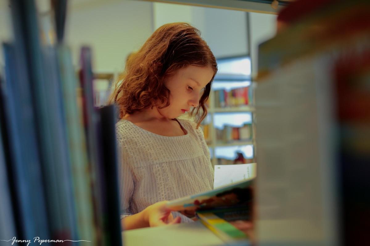 ג'ני פפרמן צלמת הריון, נשיות, בוק בת מצווה ותדמית IMG_0829 שלום כיתה א' או איך מצלמים ילדה שלא רוצה ללכת לבית ספר? צילומי כיתה א' קצת אחרת
