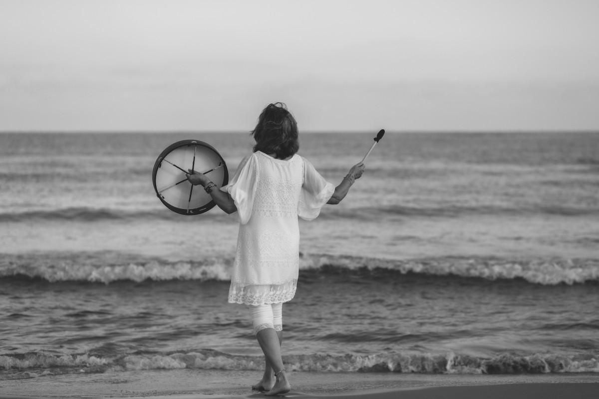 ג'ני פפרמן צלמת הריון, נשיות, בוק בת מצווה ותדמית -טל-דורות-צילומי-תדמית-ואווירה-5 צילומי תדמית בים- חוויה מרגשת!